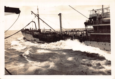 Mum'sPhotos_461Refuellingfrom_RFA_Wave_Laird_Jan1951
